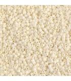 MIYUKI DELICA BEADS 11/0 MATE-2 BOLSA 6 GR APR : COLORES DELICA:352 MATTE CREAM