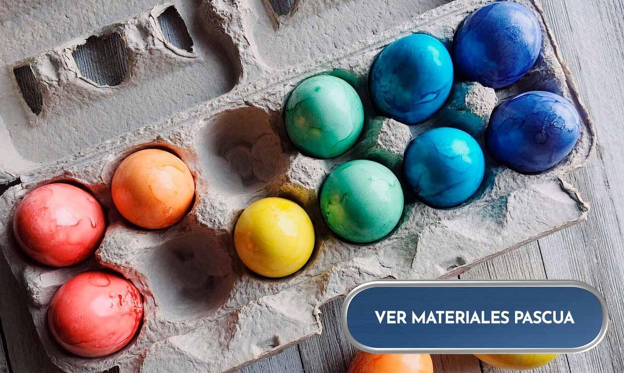 Materiales para Pascua: huevos de porex, plástico y madera, plumas y mucho más.